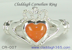 silver claddagh ring